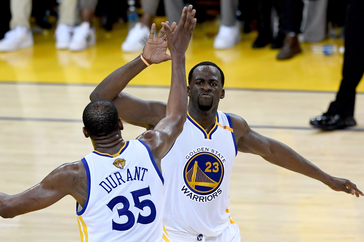 Kevin Durant y Draymond Green, jugadores de Golden State Warriors