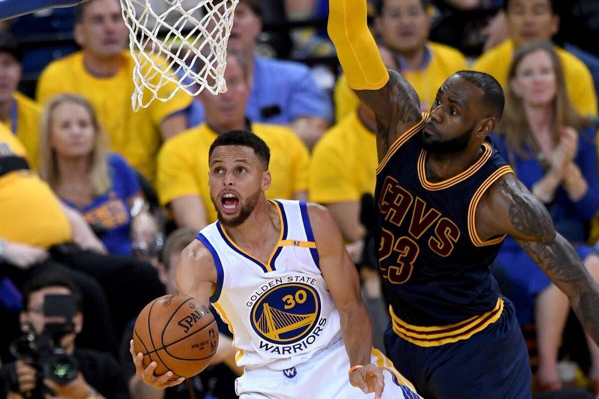 Stephen Curry, jugador de Golden State Warrios; LeBron James, jugador de Cleveland Cavaliers