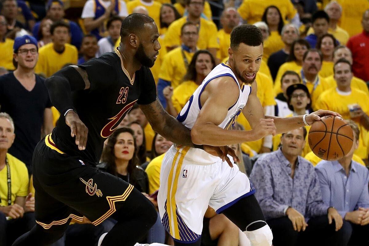 LeBron James jugador de Cleveland Cavaliers; Stephen Curry jugador de Golden State Warriors