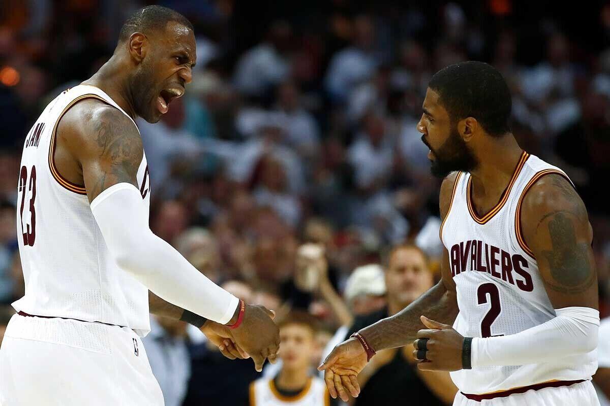 LeBron James y Kyrie Irving, jugadores de Cleveland Cavaliers