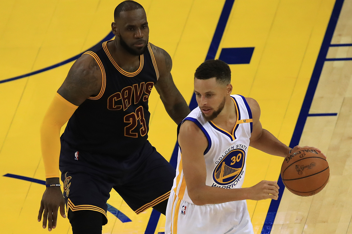 Stephen Curry jugador de Golden State Warriors y LeBron James jugador de Cleveland Cavaliers