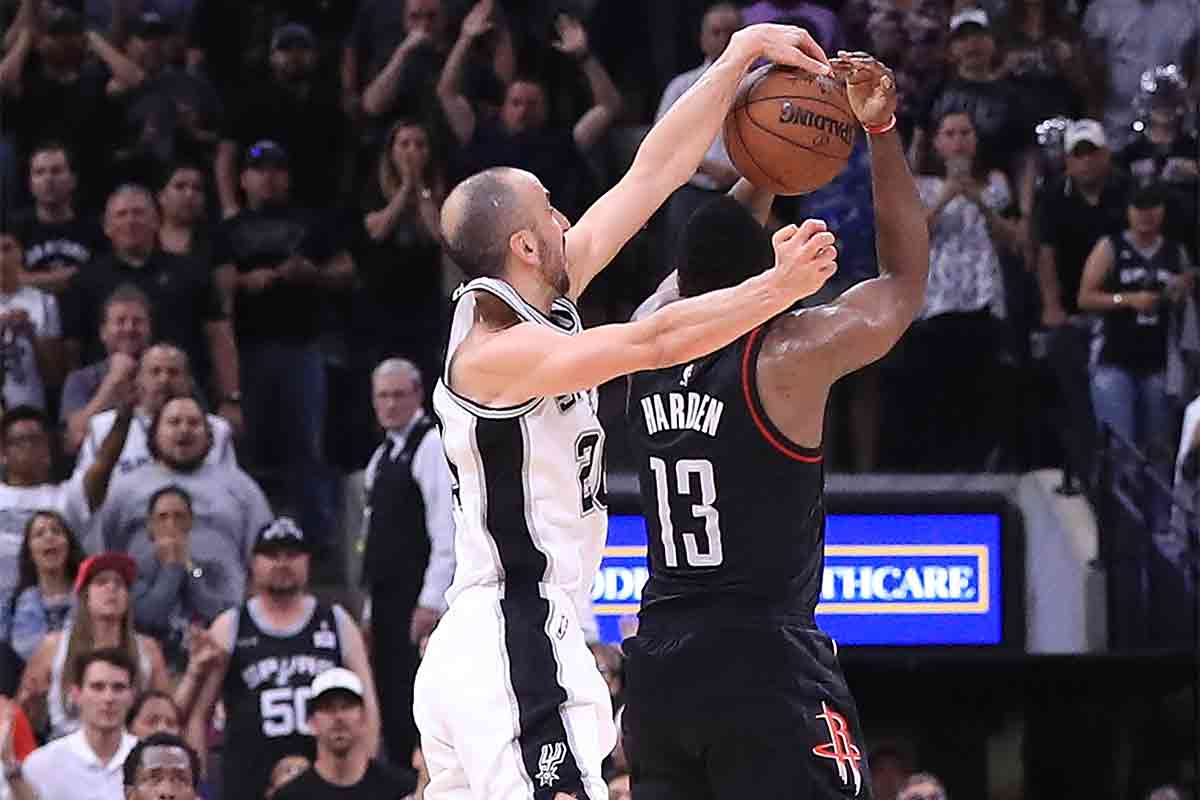 Manu Ginobili, jugador de San Antonio Spurs; James Harden, jugador de Houston Rockets